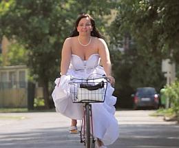 Esküvői videó Szeged - bicikli